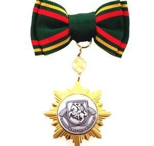 Apdovanojimo ženklas su kaspinu