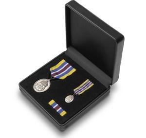 Sidabrinis medalio komplektas. Medalis su juosta, miniatiūra, medalio juostelė