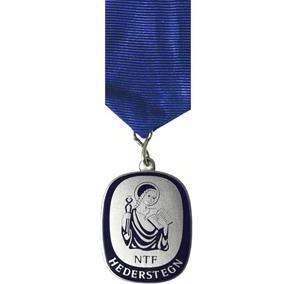 Pasidabruotas, dengtas emale medalis su kaspinu