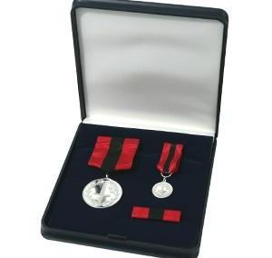 Medalio komplektas dėžutėje